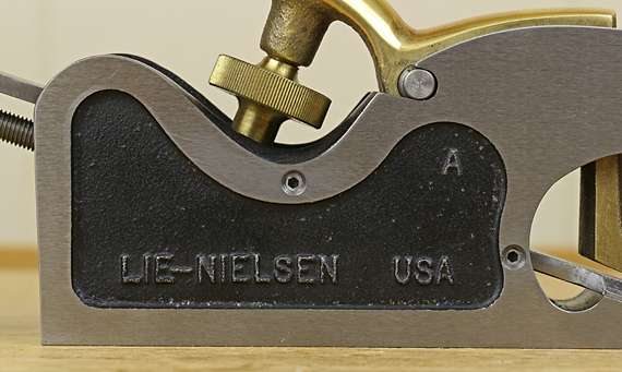 set screws added to Lie-Nielsen shoulder plane